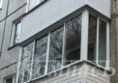 П-образный балкон, остекление с отделкой сайдингом